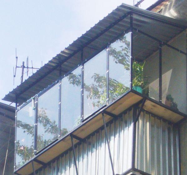 Застеклить балкон из уголка.